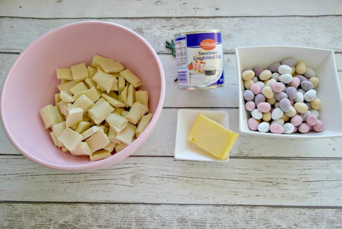 Three Ingredients Easter Fudge | Ingredients https://oddhogg.com