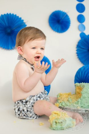 1st Birthday Cake Smash | Uh-Oh https://oddhogg.com