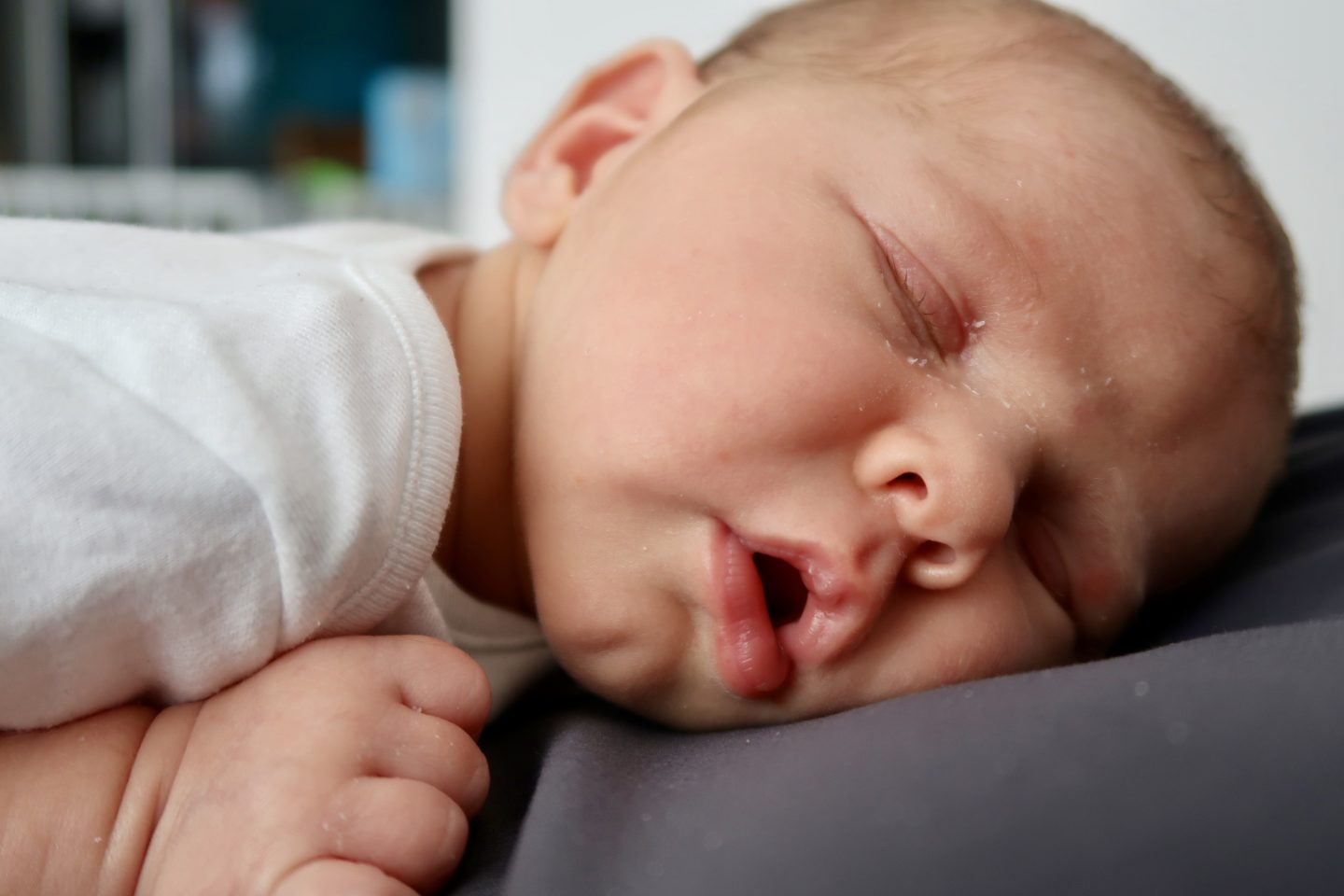 JJ at one month old | Sleeping on daddy https://oddhogg.com