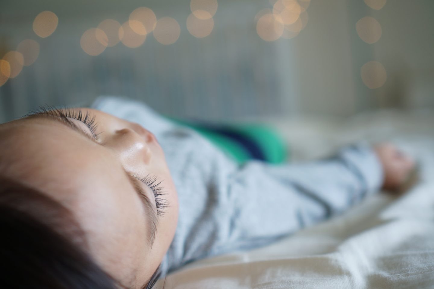 5 Ideas For Helping Your Toddler Get To Sleep | Child Asleep www.oddhogg.com