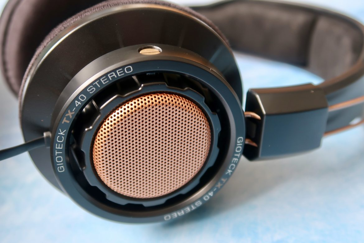 Gioteck TX-40 Gaming Headset in copper and black