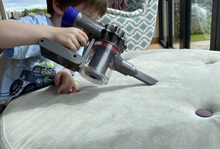 Casdon Dyson Cord-Free Toy Vacuum Cleaner Review | AD