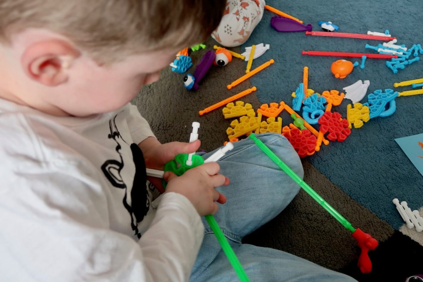 A child building a wand from Kid K'Nex